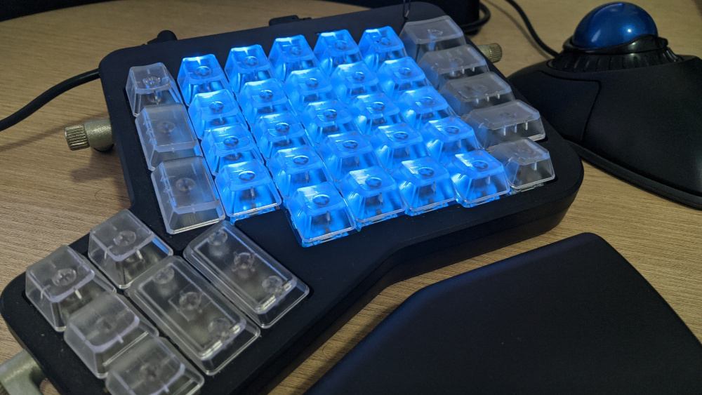 ErgoDox EZ and Kensington Orbit trackpad